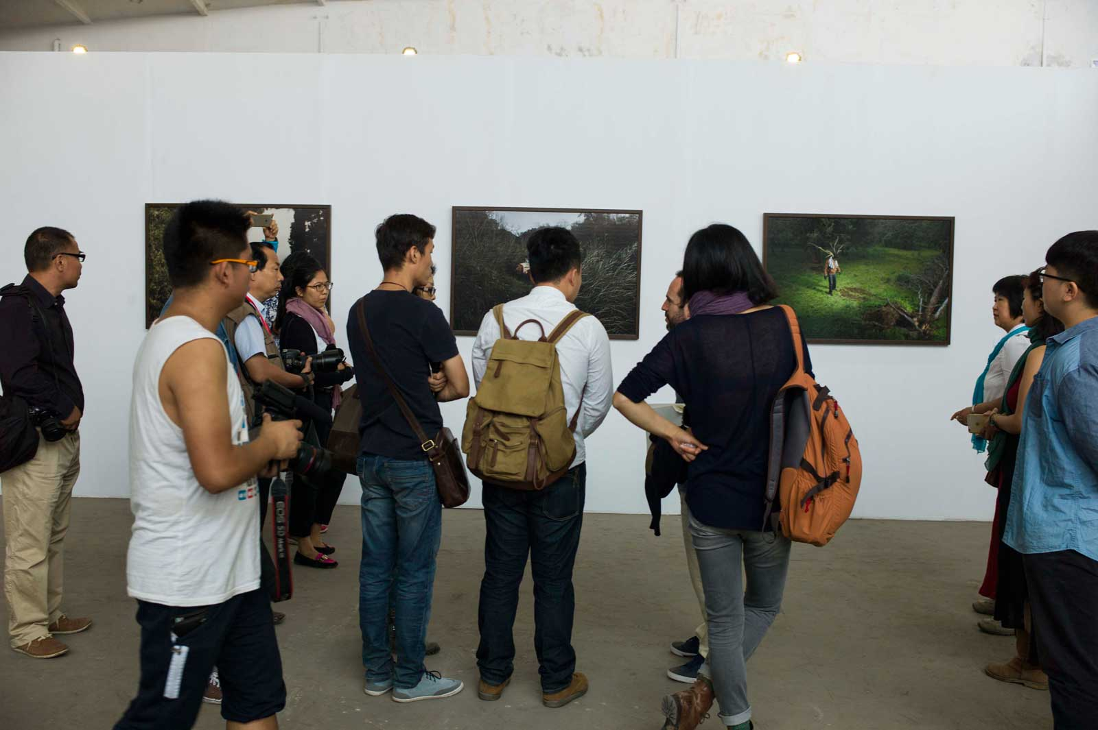 ""\""""Back and Forth"""" Exhibition""1600|1065|?|en|2|fcce44f05e6539a8d02bd968871eb04f|False|UNLIKELY|0.2944115400314331